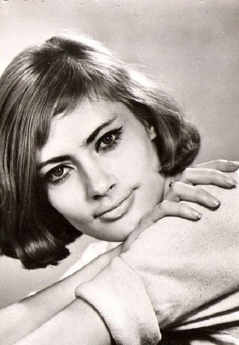 Одна из самых красивых актрис советского кино, дочь военного атташе США, Виктория Федорова в1975 году поехала в США к отцу, в дальнейшем вышла замуж за американского пилота и получила американское гражданство.
