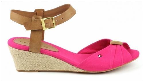 Must-have этого лета: сандалии на низком ходу