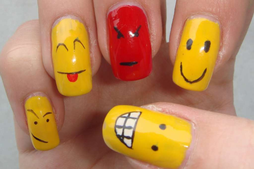 Рисунки смайлы на ногтях