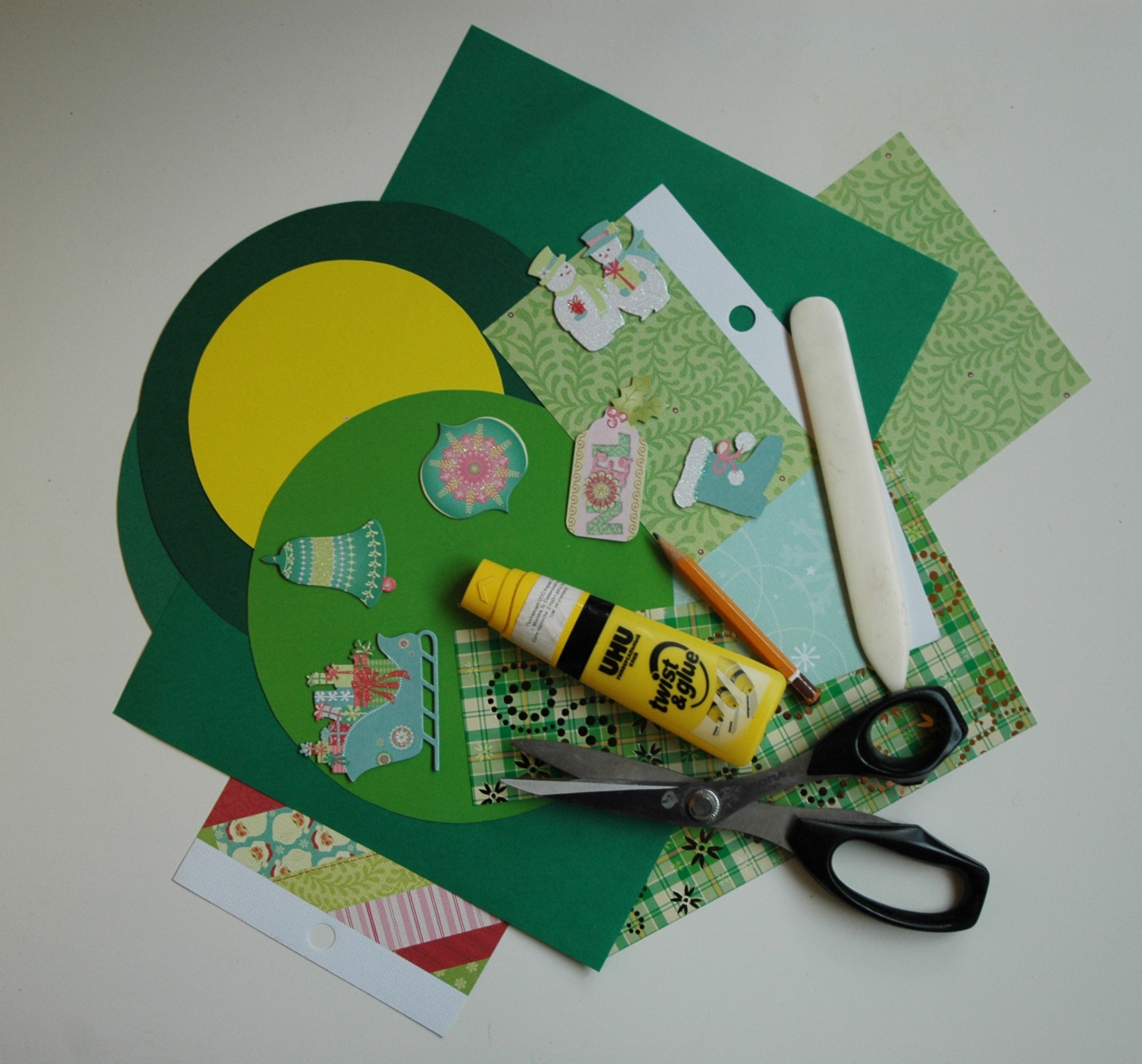 Новогодние открытки своими руками из бумаги и картона