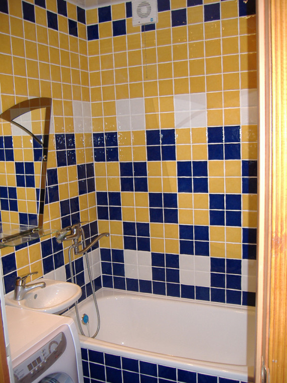 Best 25 Blue yellow bathrooms ideas on Pinterest  Diy