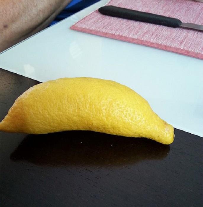 Лимончик в форме банана.