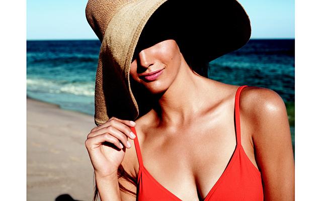 Уход за кожей и волосами на море: Летнее солнце, ионизированный прибрежный воздух и морская вода действительно окажут полезное воздействие, если наши отношения будут дружбой, а не утомительно