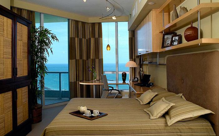 Спальня с домашним офисом в азиатском стиле