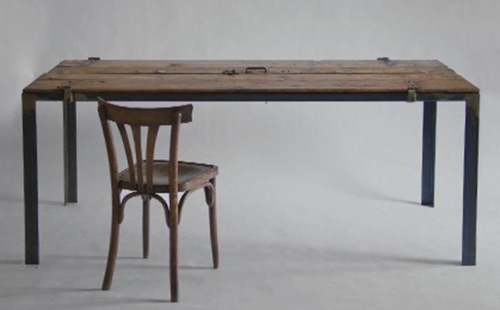 Старый стол с секретом