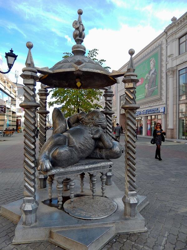 Скульптура в Казани - Кот Казанский. Фото