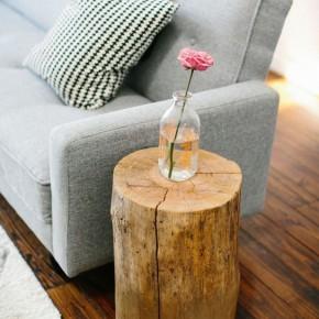 столик из пня в современной гостиной