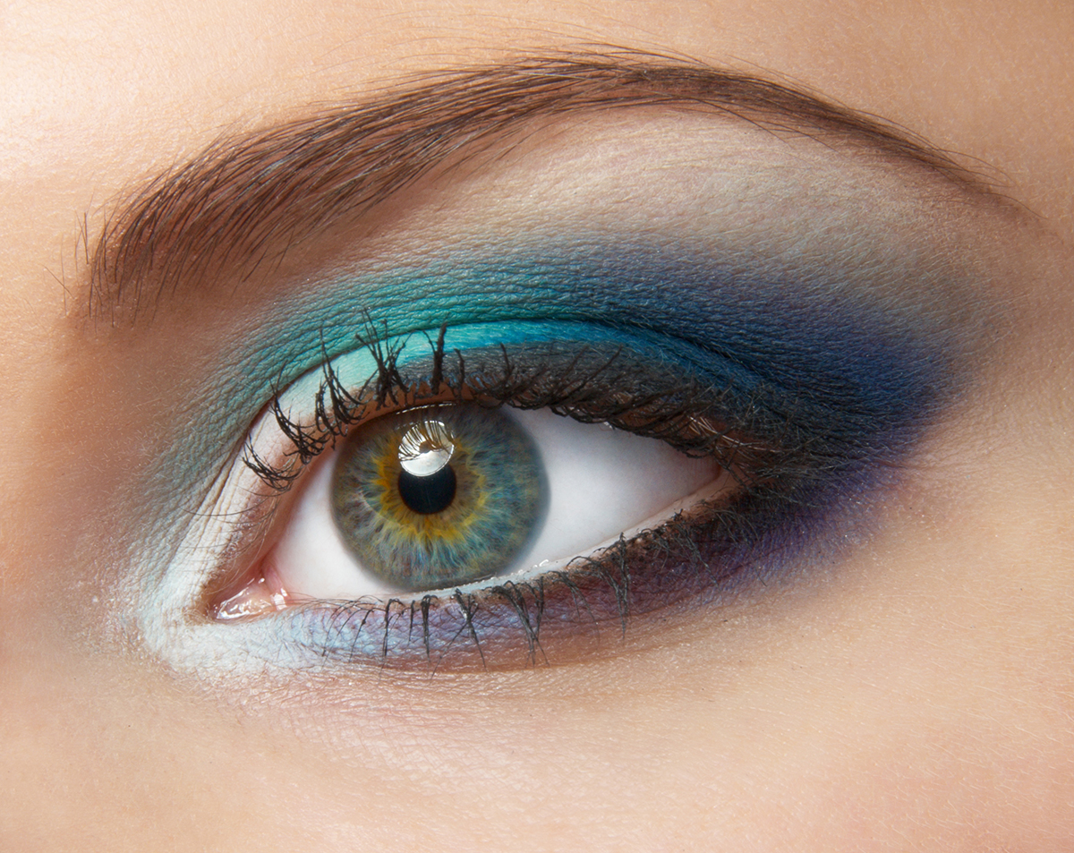 Макияж для серо-голубых глаз и белых волос