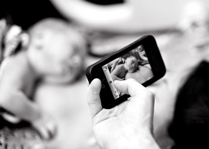 Самый ценный кадр новорождённого малыша для мамы.