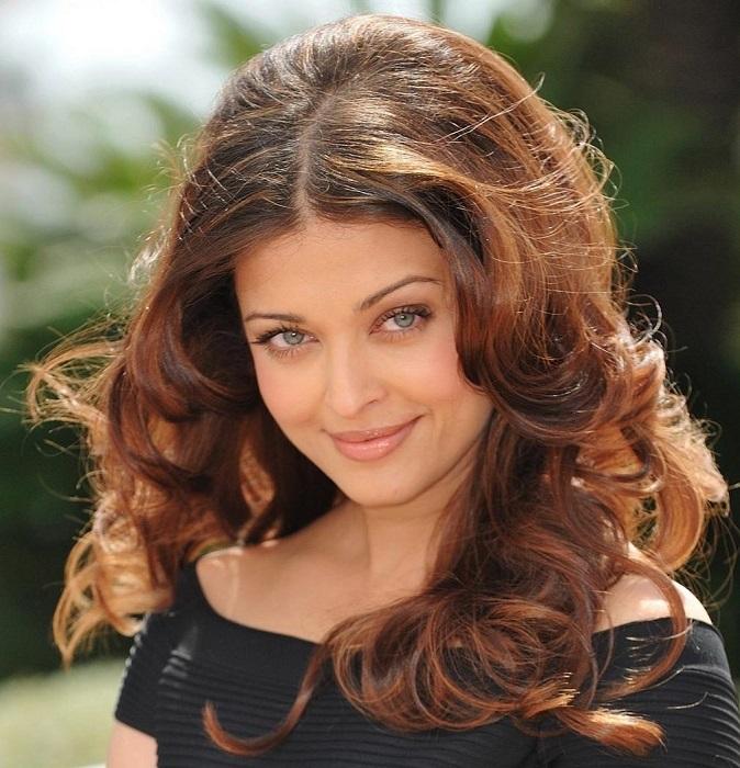 Индийская фотомодель и актриса, снимающаяся в основном в фильмах на хинди.