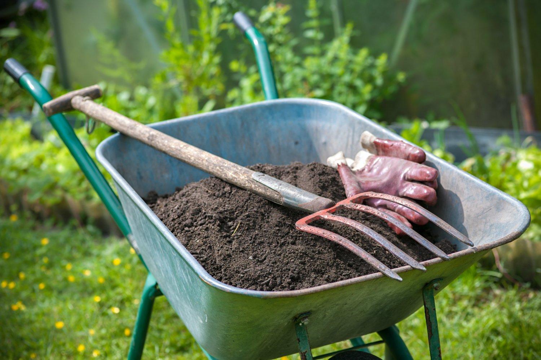 Почему не надо копать огород и как это сделать