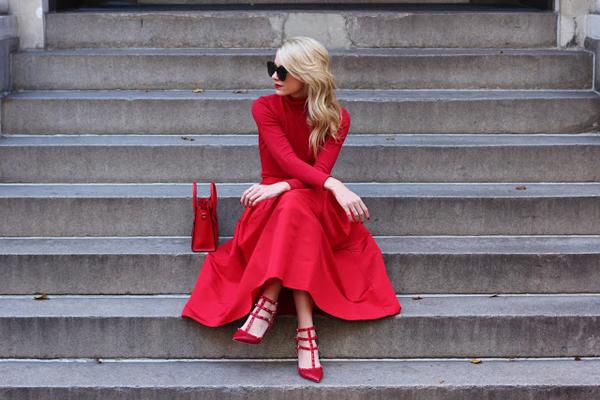 Фото женщина в красном платье
