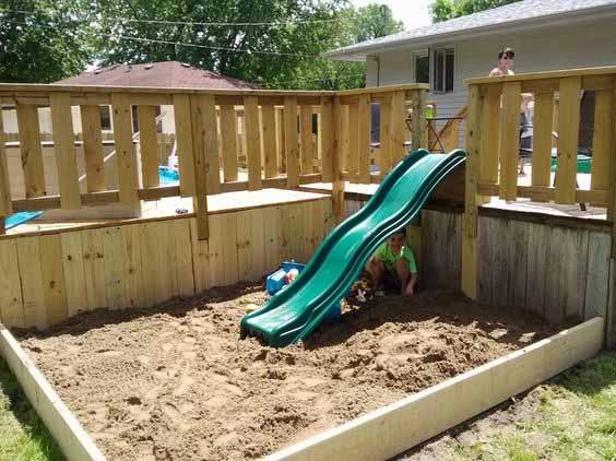 детская площадка у террасы