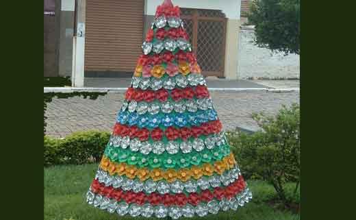 Большая елка из пластиковых бутылок своими руками