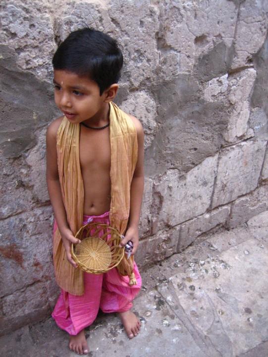 Завтрак в Индии. В индийских трущобах вы увидите гораздо больше улыбающихс