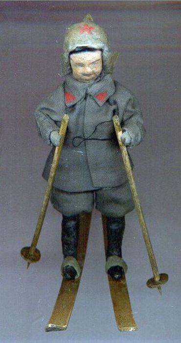 Красноармеец на лыжах. Украшение для елки. СССР. 1930-е годы