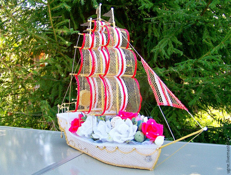 Корабль свадебный из конфет своими руками 36