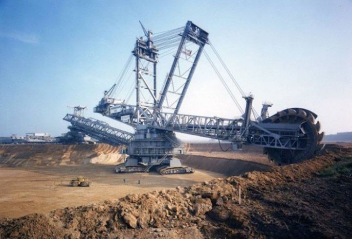 5. Bagger 288 - the largest land mechanism in the world that can move under its own power in the world, people, photos