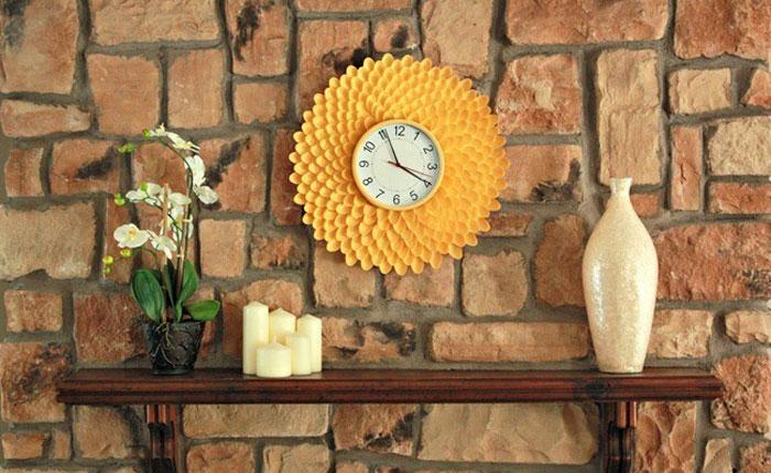Часы из пластиковых ложек своими руками 26