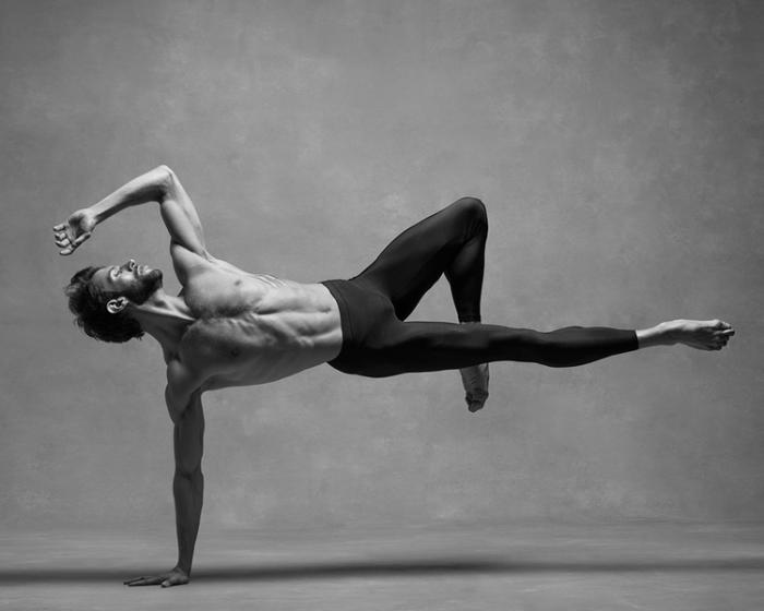 Ведущий танцор в Американском театре балета (American Ballet Theatre). Авторы фотографии: Кан Пивоварни и Дебора Ори (Kan Browar and Deborah Ory).