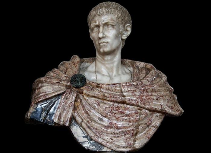Бюст императора Диоклетиана. | Фото: maximonline.ru.