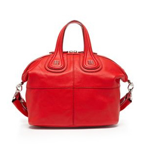 В гардеробе женщины должна быть маленькая сумка
