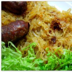 Kislo zelje in pečenice (кислая тушенная капуста с домашними колбасками)