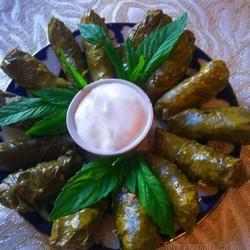 Долма из виноградных  листьев!!Очень вкусное сочетание кислых листьев с нежным ароматным мясом!!!