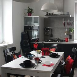 Кухня: серый и немного красного
