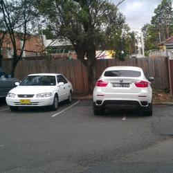 Любители парковать автомобили по-особенному
