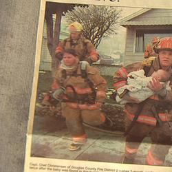 Пожарный спас маленькую девочку, и вот что она сделала спустя 17 лет
