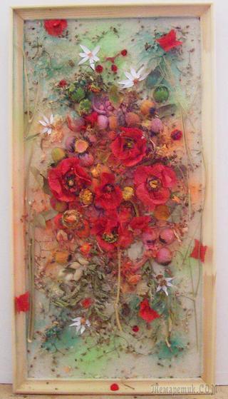 Мои новые  работы  посвящаются  лету. Они выполнены  из  ореховой  скорлупы,  косточек,  цветы  сделаны из  бумаги. Мастер  класс  такой  же  как  в  первых  работах из  косточек.