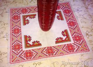 Вышитая салфетка крестиком