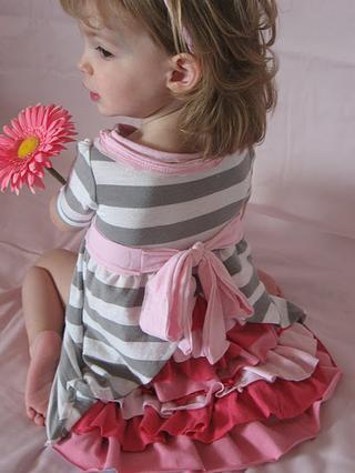 Обалденное платье для девочки из футболки