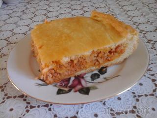 Азовский пирог (с рыбьей икрой и тушенной капустой)