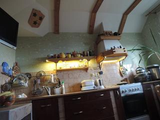 Кухня: кантри в общежитии, но почти как в мансарде