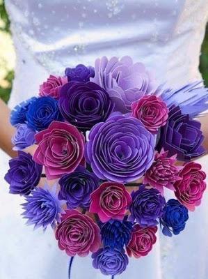 Делаем из бумаги пушистый букет цветов