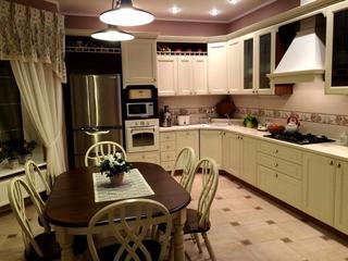 Кухня: огромная комната с выходом на террасу