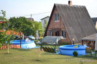 «Дачный сезон»: превратили дачу из девяностых в райское место с бассейном и живут душа в душу с соседями