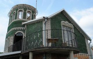 Бутылочный дом Владимира Сысы