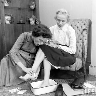 Архивные фотографии журнала «Life», рассказывающие о закулисной жизни американского модельного агентства конца 40-х годов
