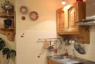 Кухня: мебель с вековой историей в самобытном интерьере