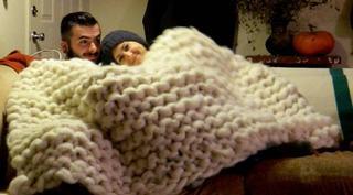 Эта девушка связала самое изумительное одеяло!