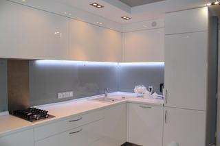 Стиль нашей кухни я бы назвала hi-tech с элементами ХАЙ ТАК