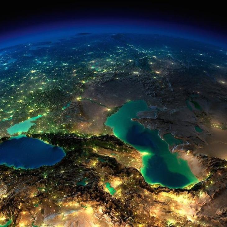 3. Кавказ, Каспийское и Черное море ночью без облаков. интересное, фото