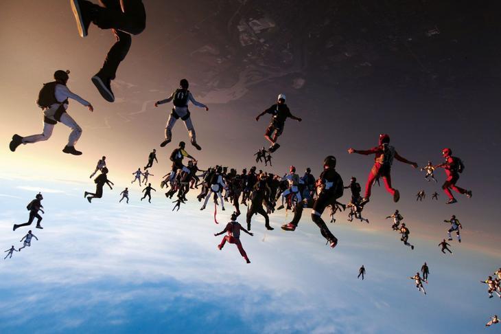 138 парашютистов