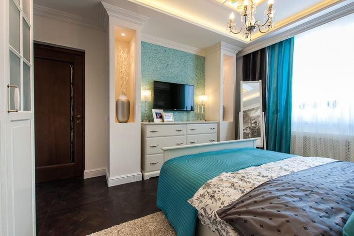 Бело-бирюзовая спальня