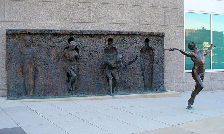 Свобода. Скульптор: Зенос Фрудакис (Zenos Frudakis). Филадельфия, штат Пенсильвания, США. достопримечательности, искусство, памятники