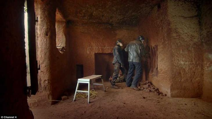 Отец двоих детей перелопатил около 80 тонн камня, прежде чем ему удалось воплотить мечту в реальность дом, мужчина, пещера