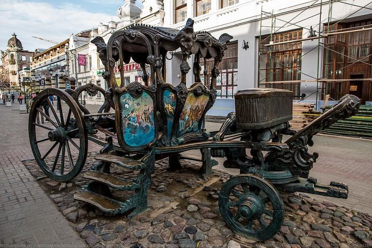 Скульптура в Казани - карета Екатерины II. Фото